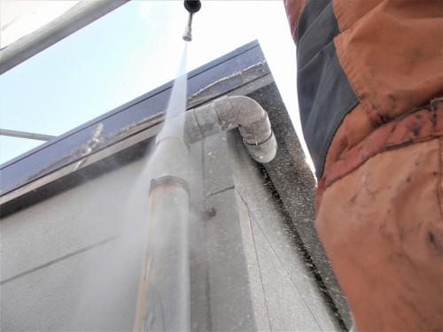 高圧洗浄は高い箇所から始めます