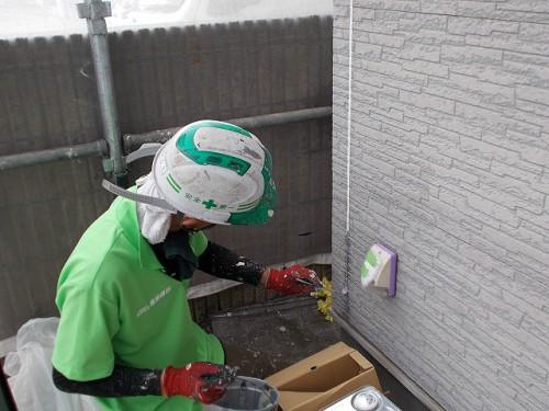 弊社職人の松村が塗装していきます。