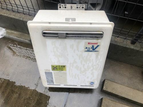 取り外された給湯器