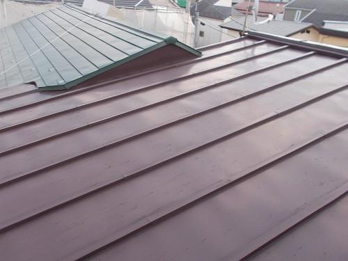 紫外線で退色傾向にあるトタン屋根