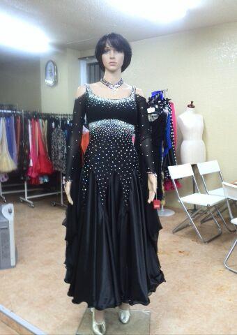 黒のドレス シックで可愛いです。