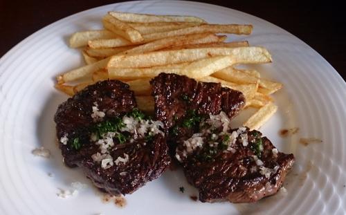 金曜日のランチは牛バベットステーキ!