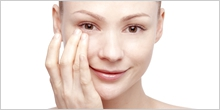目の周りの肌トラブルは、アイメイクの落とし方も原因に