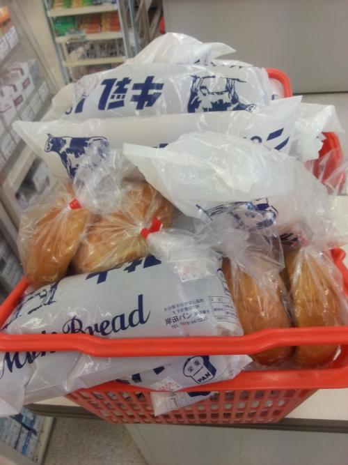 牛乳パンを買いに来てます♪