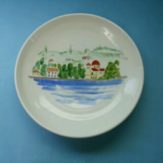 上絵付けの皿、エーゲ海の船の上から見た島の風景です。