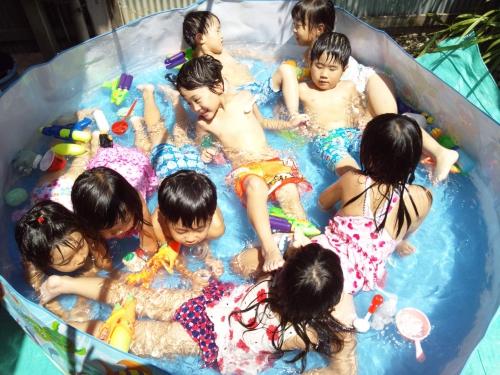 楽しみにしていたプール遊び始まりました!