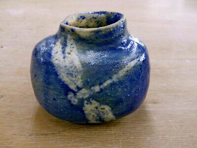 トンボの絵付けの小壺。