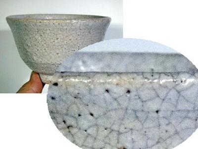 登り窯で焼いた茶碗を使っていたら、貫入(カンニュウ)が、、。