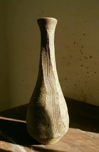 陶芸教室東京国立けんぼう窯 唐津の花生けは渋い焼き上がり。