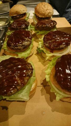 ハンバーガーのデリバリー