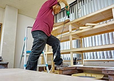 陶芸教室の作品管理用の棚を制作中。陶芸教室国立けんぼう窯