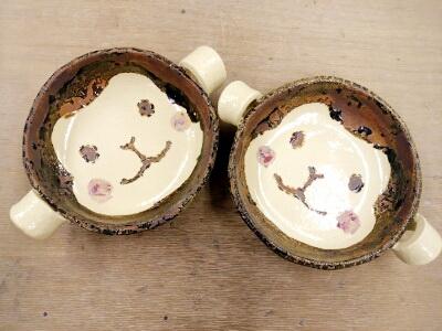 可愛いお猿の顔の鍋が焼きあがり。陶芸教室 国立けんぼう窯