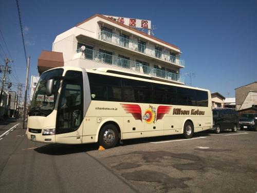 大型バスの駐車場あり!早速週末に日本交通さんよりバスご来館!