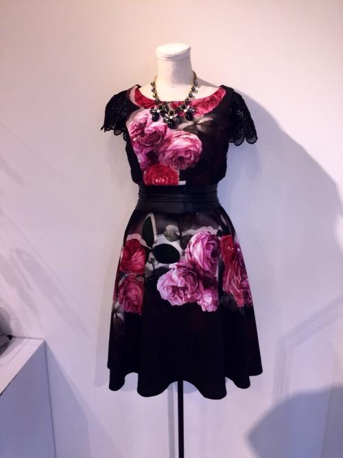 リナシメント花柄ドレス