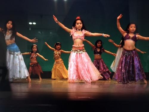 ピカピカの1 年生&幼稚園、保育園生もベリーダンス