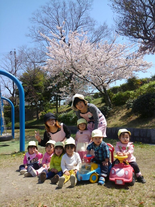 桜がまだ満開だったよ!みんな笑顔でハイポーズ!!