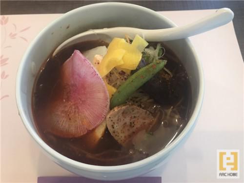 豊平区美園の四川菜麺 紅麹屋♪ピリッと刺激の四川麻辣湯麺♪