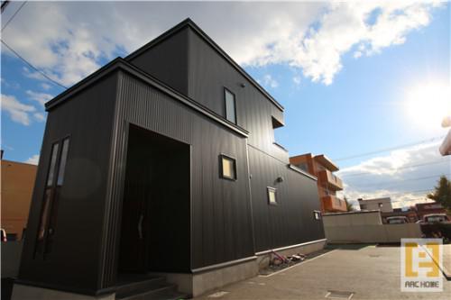 黒ガルバ!白ガルバなどガルバリウム外壁デザイナーズ住宅