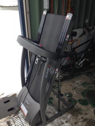 札幌市東区のお客様よりランニングマシーンの買取り依頼です。