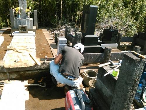 お墓の補修工事