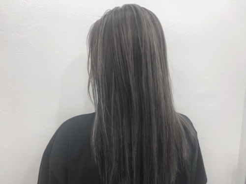 ダークグレー × シルバーグレー