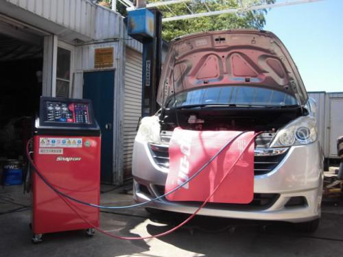 RG1ステップワゴン 最後の作業はエアコンガスクリーニング