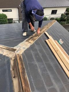 鶴ヶ島市で屋根棟の改修工事をしてきました