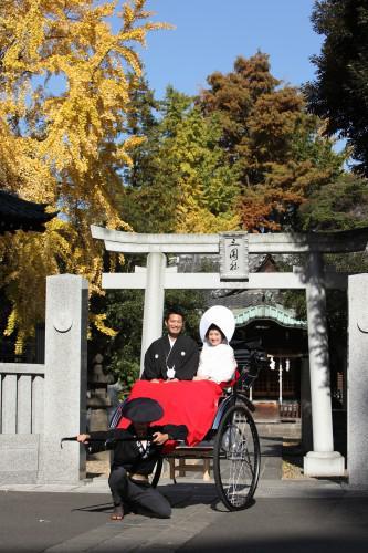 紅葉で色づいた神社でのロケーション撮影はお勧め!和装婚礼写真