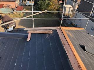 川越市で屋根の棟工事致しました