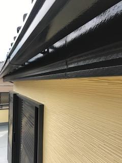 坂戸市で雨樋・破風板の塗装工事が完了致しました