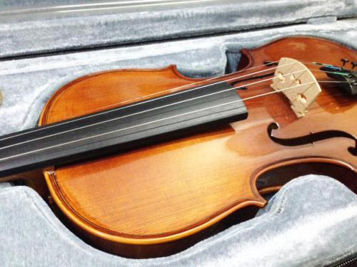 札幌市西区のお客様よりバイオリンの買取りです。