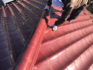 本日坂戸市で瓦の補修工事を施工しました