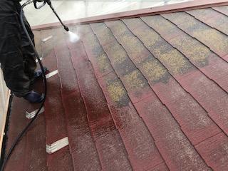 本日坂戸市で屋根の高圧洗浄工事を施工してきました