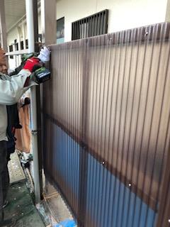 東松山市でアパート波板・目隠し工事を施工しました