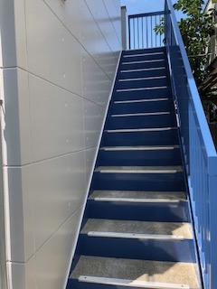 ふじみ野市でアパート階段塗装工事が完了致しました