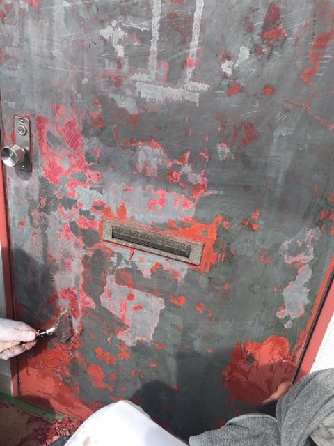 集合住宅の玄関ドア