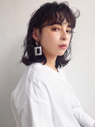暗髪ウェーブミディ 【 イッシキ ケンタ 】
