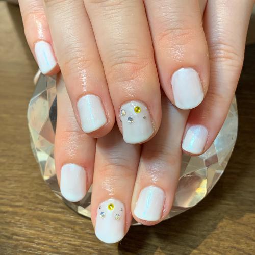ホワイトカラーのブライダルネイル☆
