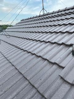 屋根セメント瓦の塗装工事が完了しました