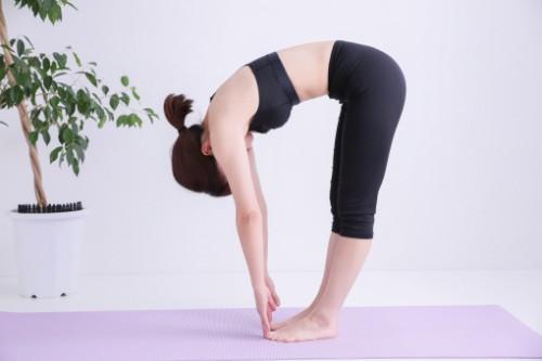 デスクワークでの肩こり・腰痛に効果的な簡単ストレッチ♪