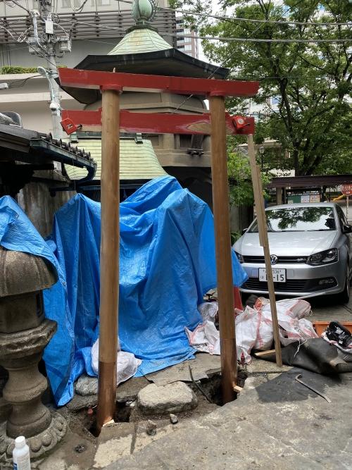 日本橋小伝馬町 鳥居の建て替え