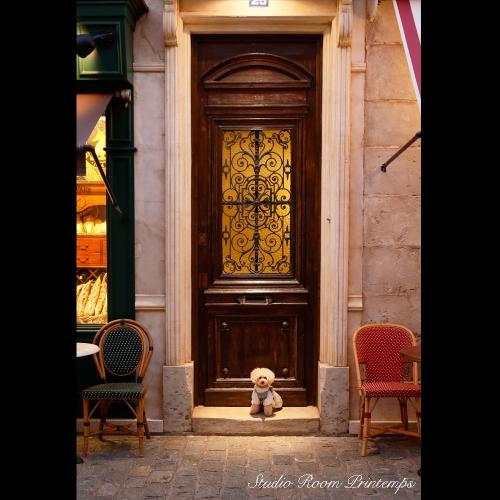 パリの街角にて