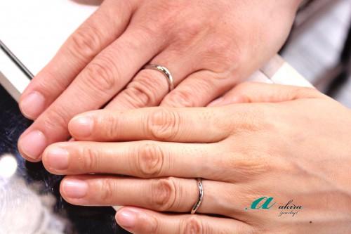 市原市からお越しのお客様、結婚指輪御納品記念写真です