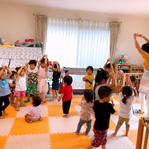 夏ならではの盆踊り、調子の良いリズムに乗って楽しそう⭐︎