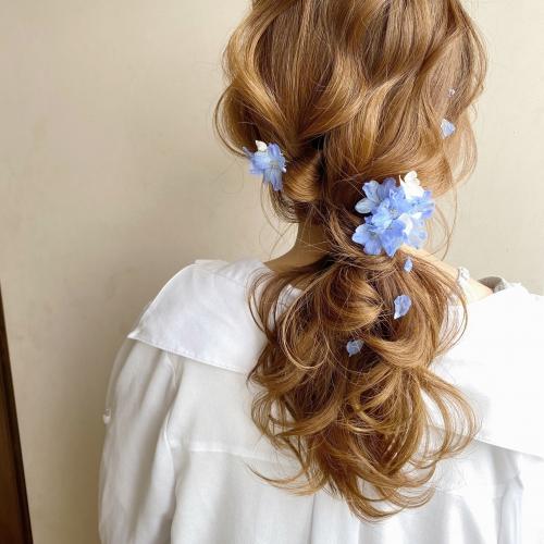 紫陽花 ポニーテール ヘアアレンジ 巻き髪ヘア