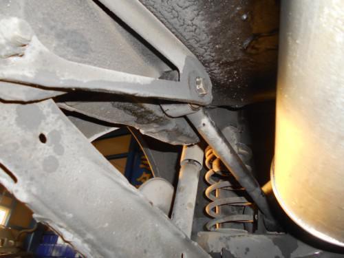 ボルボ240リヤトルクロットアームごと取替は技術力不足