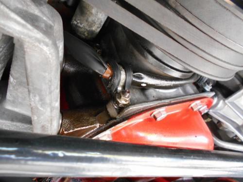 ボルボ240フロント周りのエンジンオイル漏れ外して修理