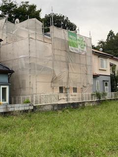 鶴ケ島市で屋根外壁塗装工事中