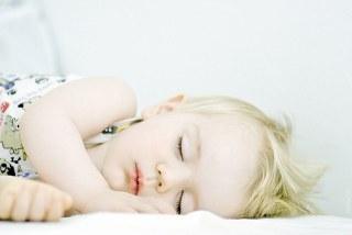 睡眠不足や疲労は、肌トラブルに直結しますのでご注意を…